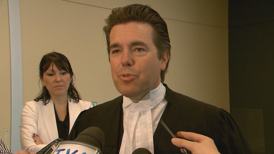 Me Leblanc répond aux questions des journalistes au palais de justice de Québec à la suite du refus de la Cour d'appel d'entendre les débats entourant le témoignage de Marie-Maude Denis.