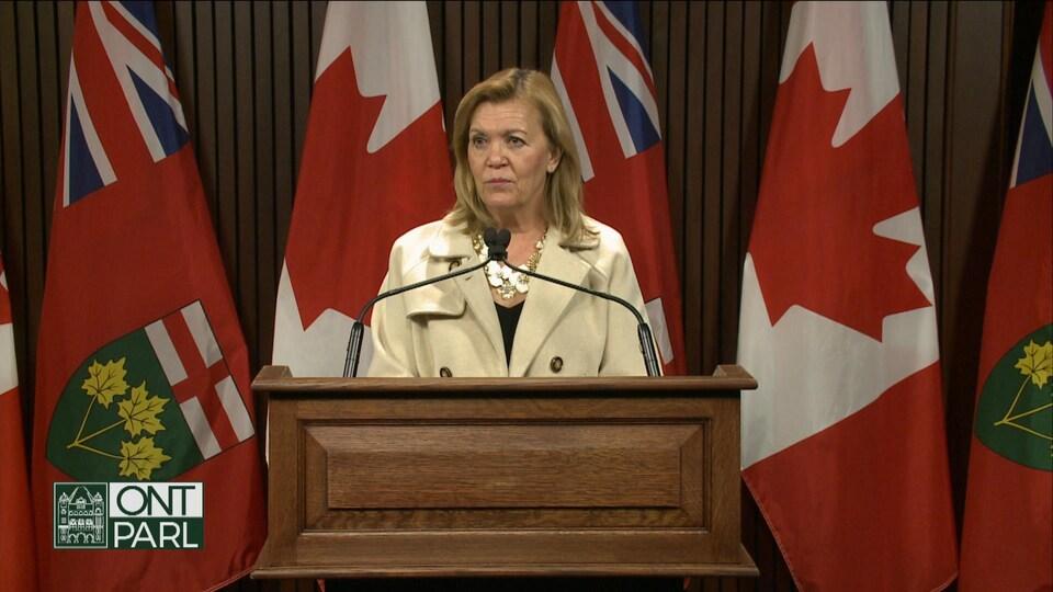 La ministre de la Santé, Christine Elliott, a répondu aux questions des journalistes, mardi.