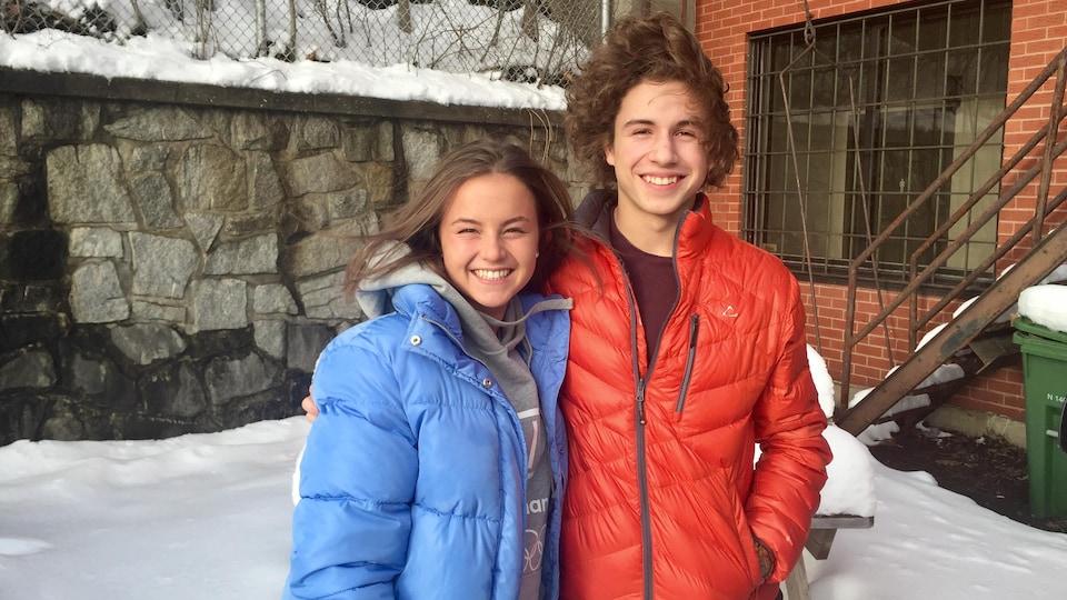 Michaëlle Dufour et Jean-Tomas Blais sourient devant la caméra