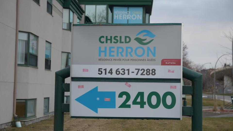 Un panneau annonçant le CHSLD Herron.
