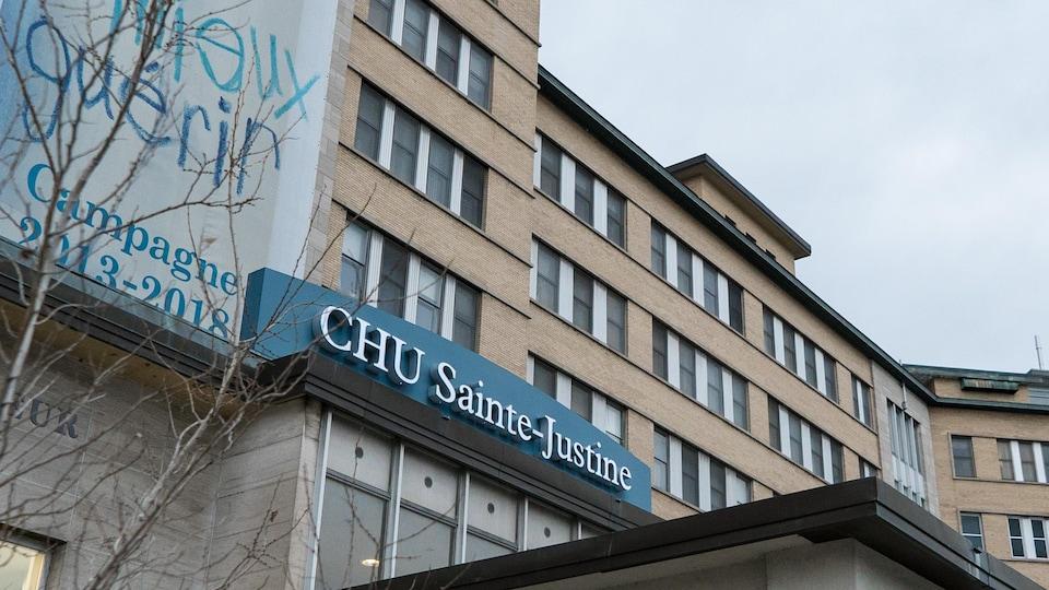 L'édifice principal du CHU Sainte-Justine.