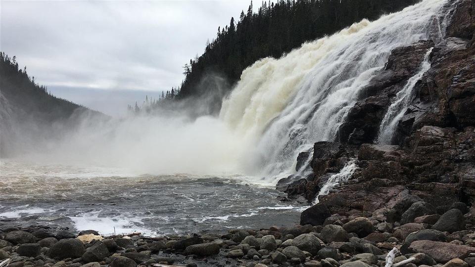 La grande chute de la rivière Manitou a une hauteur de 35 m.