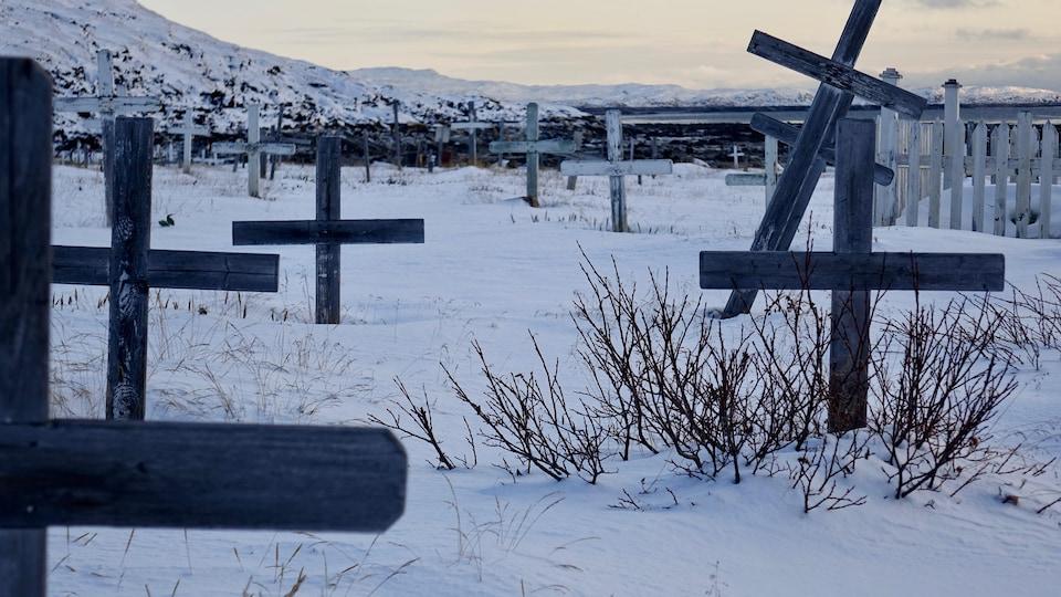 Une vue du cimetière d'Iqaluit au Nunavut.