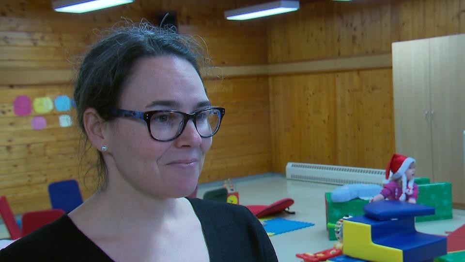 Cindy-Lee McKenzie, directrice générale de Ressource Espace Familles, en entrevue lors d'une activité organisée par l'organisme communautaire.