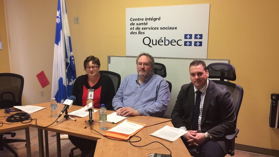Yvette Fortier, PDG du CISSS des Îles-de-la-Madeleine, Simon Laplante adjoint services administratifs et Emmanuel Aucoin, président du conseil d'administration
