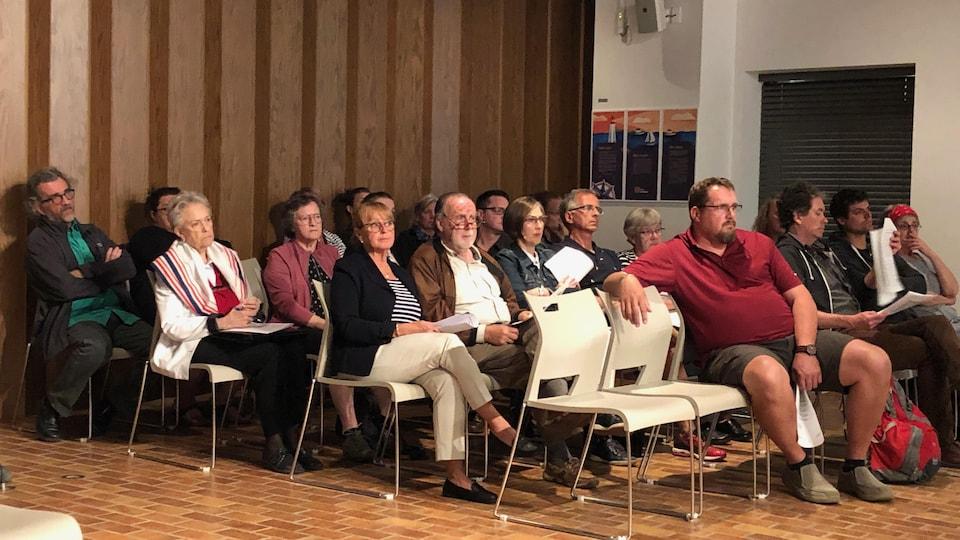 Des citoyens du district de Nazareth se sont rendus au conseil municipal pour protester contre un projet d'auberge de jeunesse dans leur secteur.