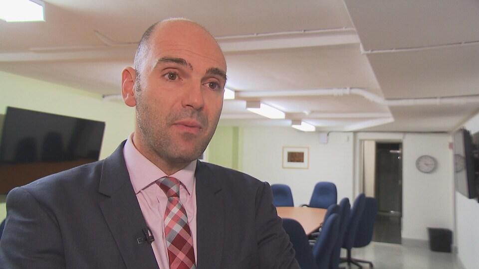 Antranik Handoyan, directeur adjoint des ressources humaines, communications, affaires juridiques au CIUSSS MCQ.