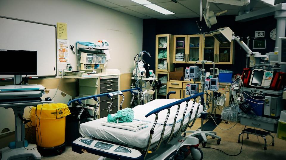 Une civière à l'urgence de l'Hôpital de Hull.