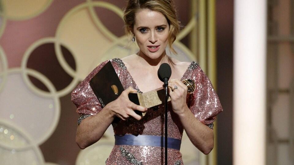 Claire Foy, actrice de la série «The Crown», lors des 74e Golden Globes