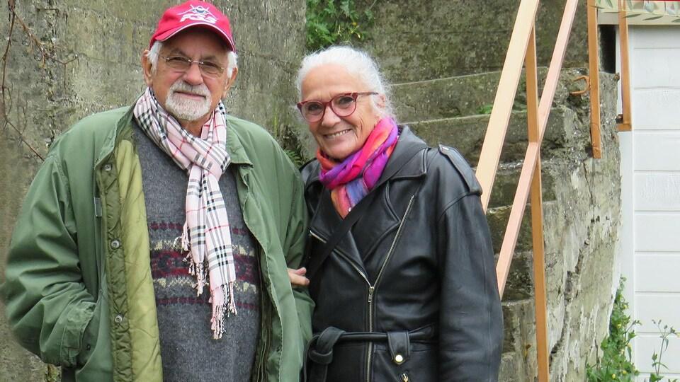 Giorgio et Claudette en extérieur.