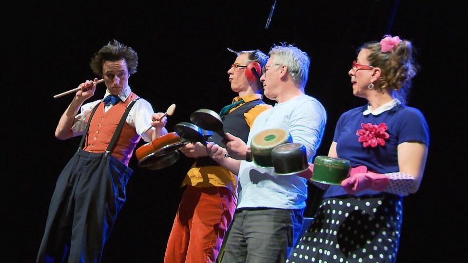 Des clowns lors d'un spectacle pour enfants.