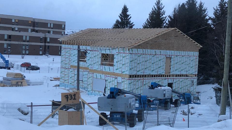 Un bâtiment en construction