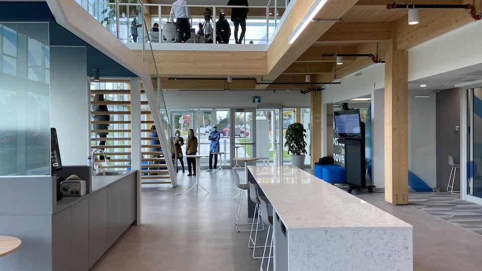 Une grande salle vitrée est offerte aux utilisateurs du COlab.