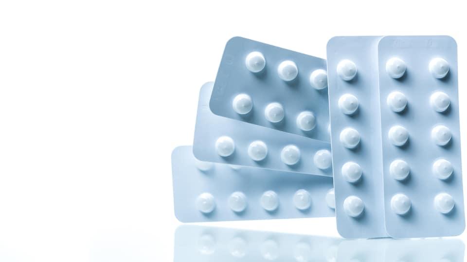 Des comprimés de colchicine.