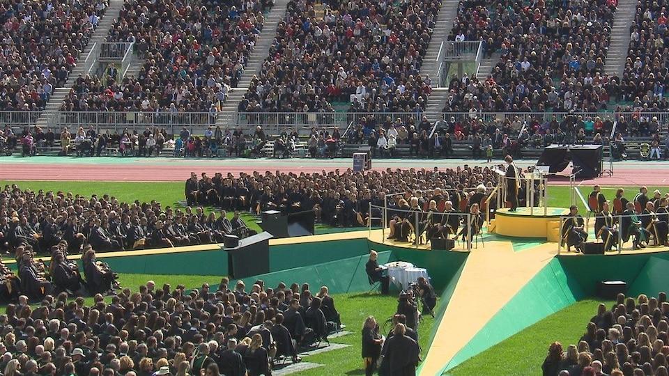 La collation des grades 2016 de l'Université de Sherbrooke a rassemblé 10 000 personnes, dont 2500 diplômés.