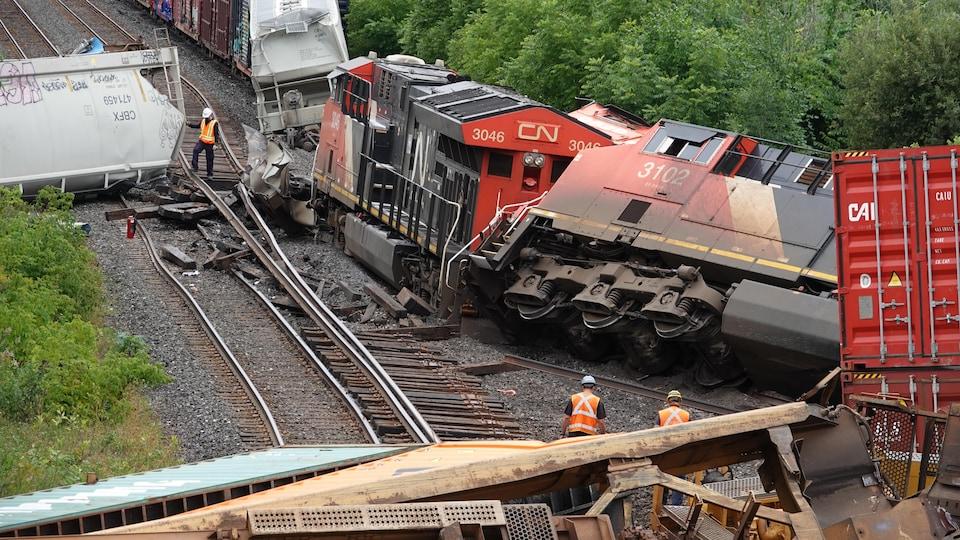 Deux trains qui sont entrés en collision.