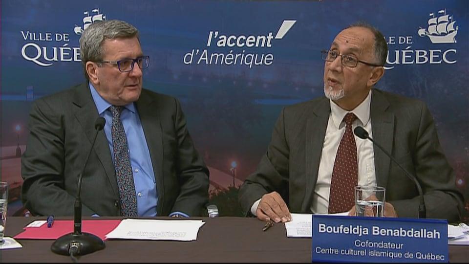 Le cofondateur du Centre culturel islamique de Québec, Boufeldja Benabdallah, en compagnie du maire Régis Labeaume en décembre 2017.