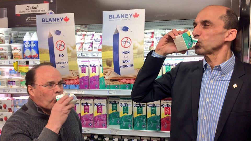 Un commerçant et le député Steven Blaney