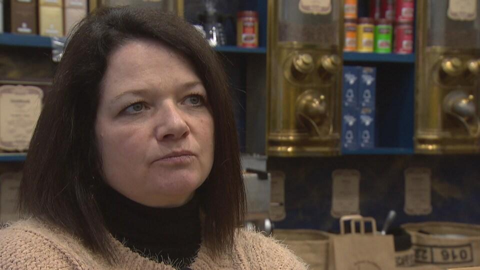 Patricia Chemin est propriétaire d'un café sur l'avenue Jean-Jaurès, au centre-ville de Grenoble.