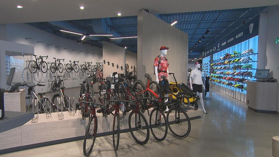 Un magasin de vélos.