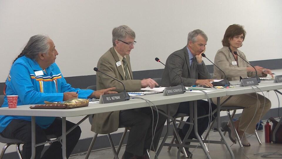 L'audience publique de la Commission de protection de l'environnement du Manitoba, présidée par Serge Scrafield