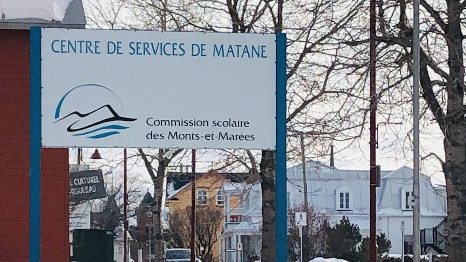 Une affiche du centre de services de Matane.