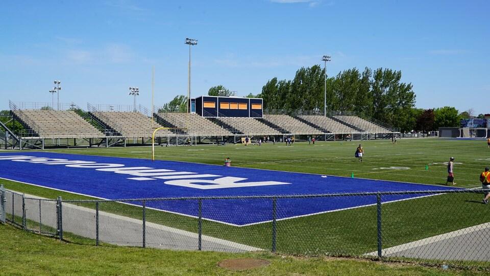Le terrain de football du parc.