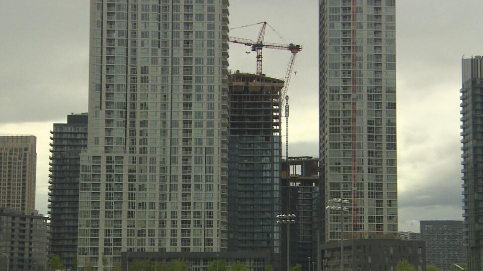 Des tours au centre-ville de Toronto