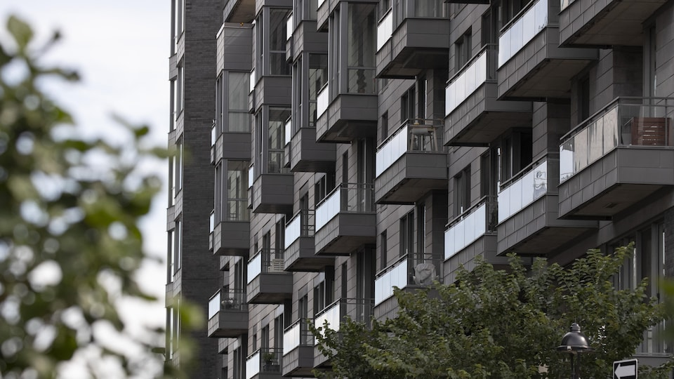 Images génériques de condos à Montréal.