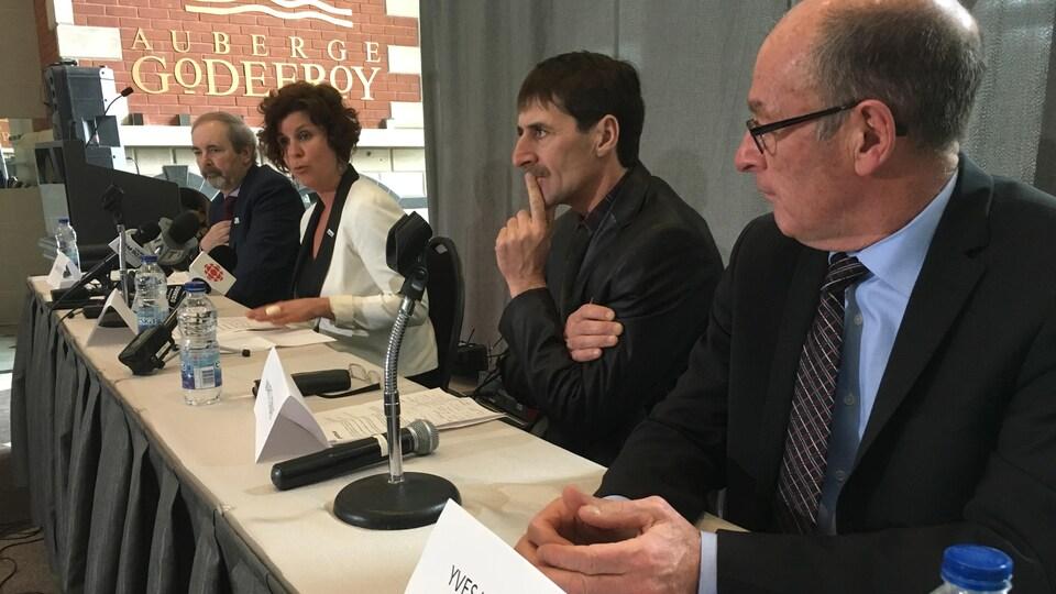 Les élus en conférence de presse