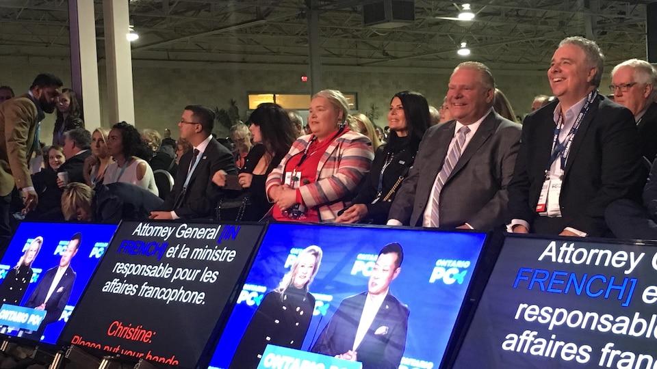 Le premier ministre Doug Ford lors juste avant le discours du chef du Parti conservateur du Canada, Andrew Scheer.