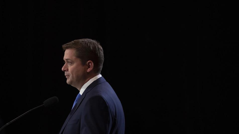 Le chef conservateur, Andrew Scheer, lors d'une conférence de presse à Regina.