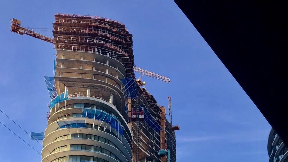 Les derniers étages d'un immeuble en construction à Vancouver.