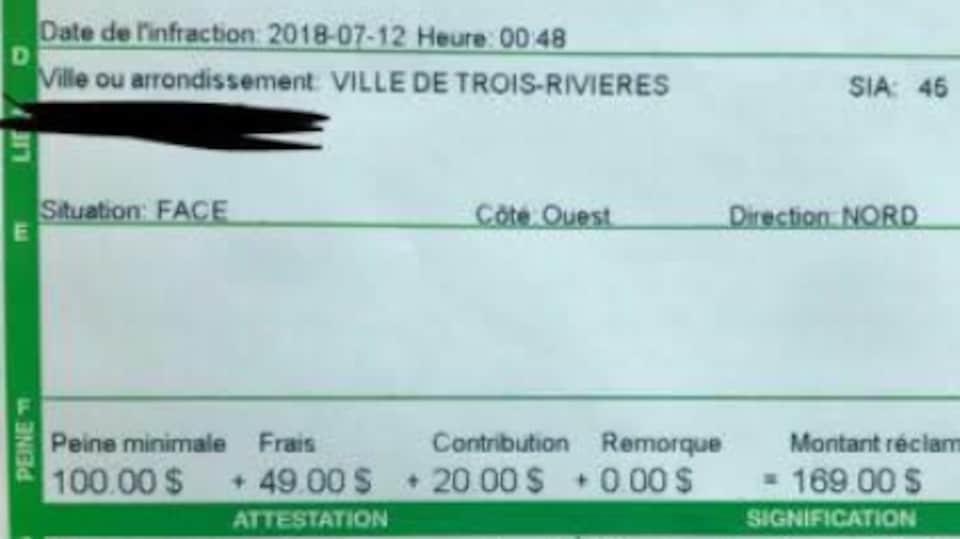 Une contravention à Trois-Rivières pour avoir immobilisé un véhicule à l'endroit où la signalisation l'interdit.