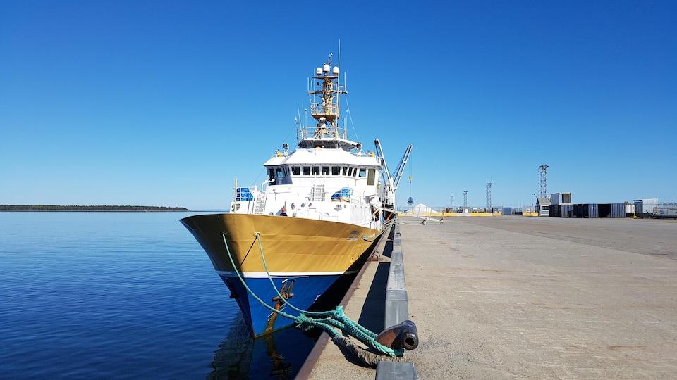 Le navire Coriolis II amarré au quai de Rimouski (archives).