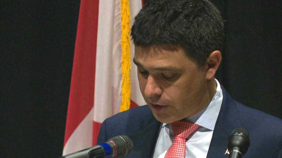 Serge Cormier donne une conférence de presse