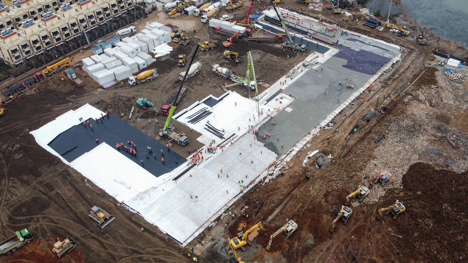 Plan aérien d'un hôpital en construction