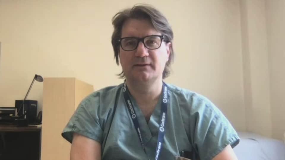 Le Dr  Alexis Turgeon en entrevue à Radio-Canada.