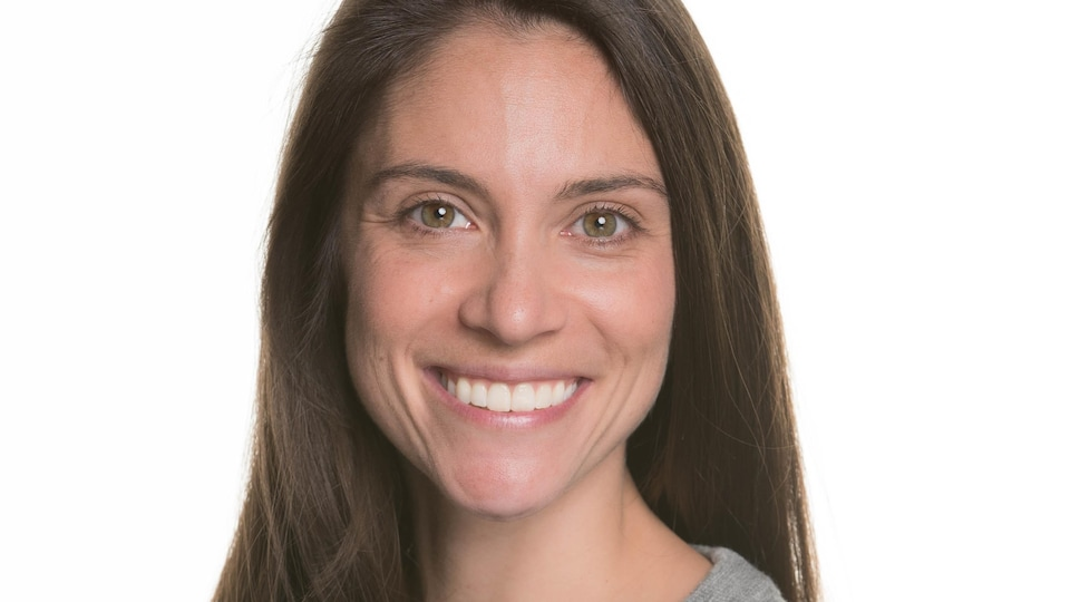 Portrait officiel de Sarah Neil-Sztramko.