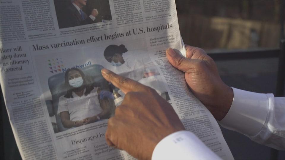 Sur un journal, une photo montre une infirmière se faisant vacciner.