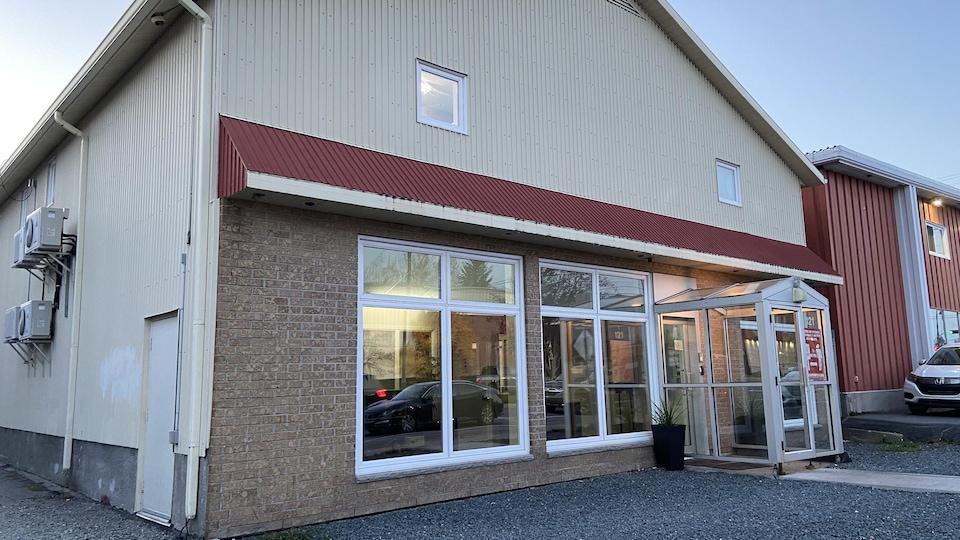 L'entrée principale du Centre résidentiel communautaire (CRC) de l'Abitibi-Témiscamingue et du Nord-du-Québec.