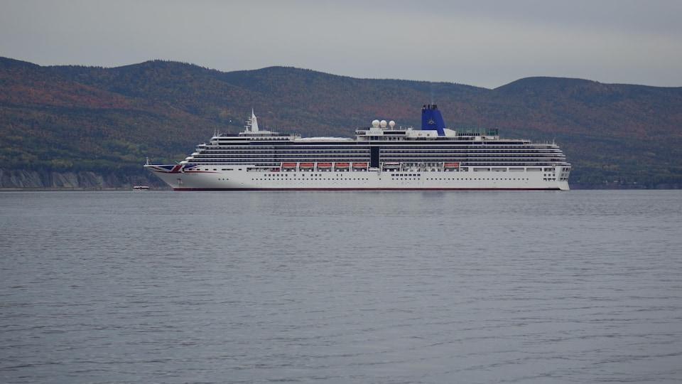 Un navire de croisière à Gaspé.