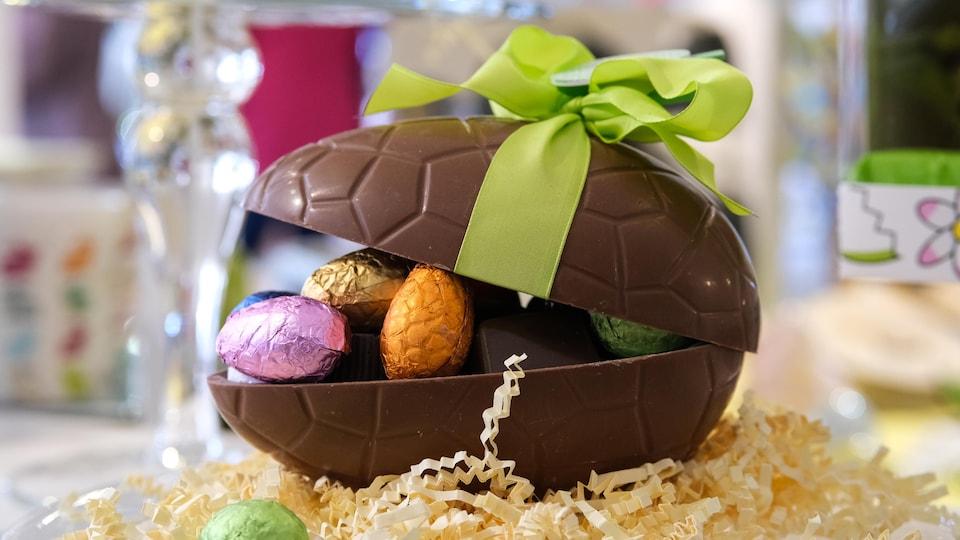 chocolat moulé en forme d'œuf