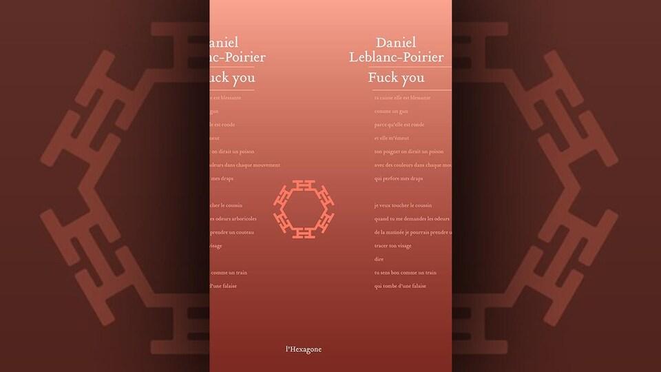 La couverture du livre <i>Fuck you</i>, de Daniel Leblanc-Poirier, présente des extraits de poèmes sur un fond brique dégradé.
