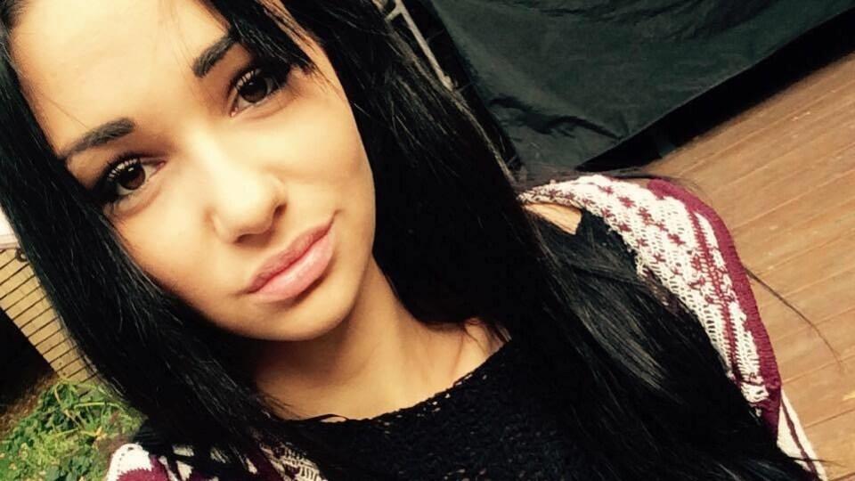 Une photo de la jeune femme.