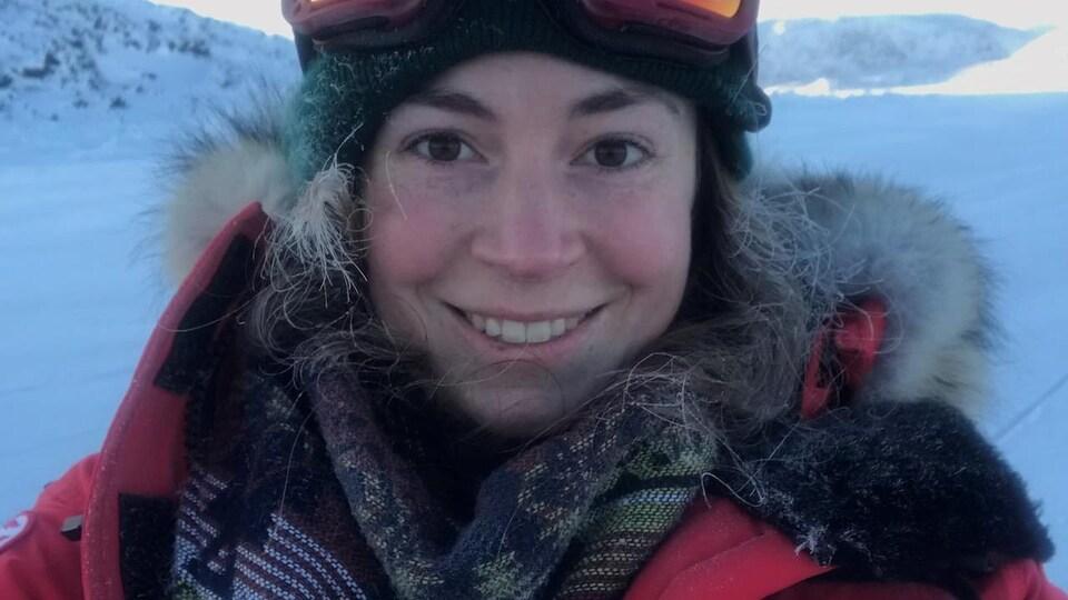 La biologiste Darcy McNicholl, de Pêches et Océans Canada, dans l'Arctique canadien.