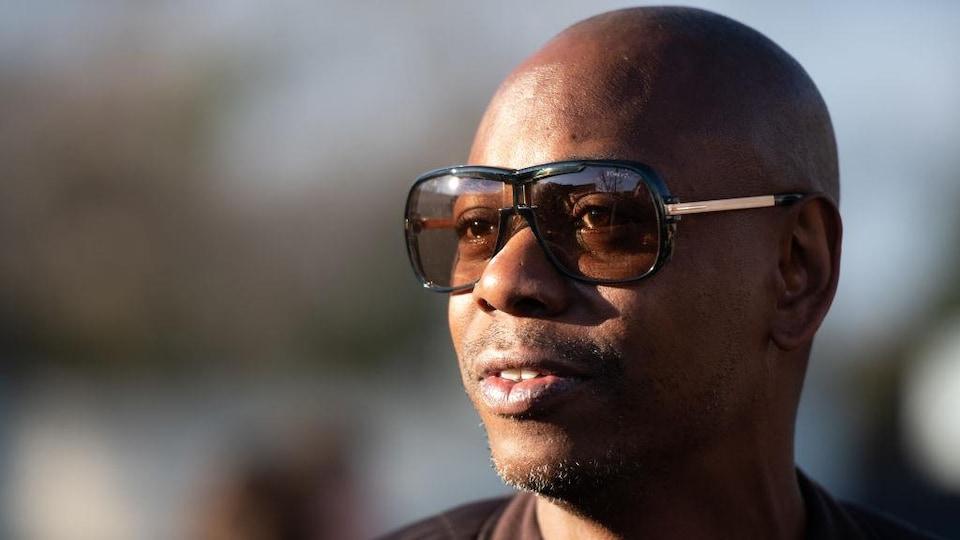 Photo d'un homme qui porte des lunettes
