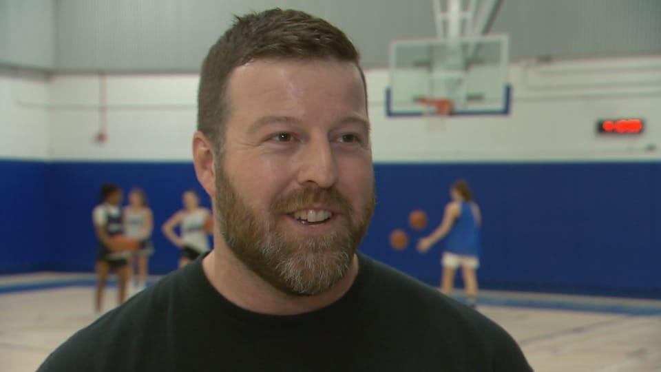 Dave Laroche, entraîneur-chef des Dynamiques du Cégep de Sainte-Foy, en entrevue lors d'un entraînement