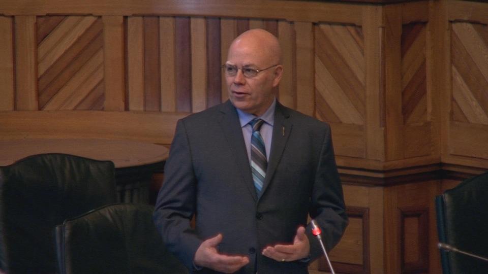 David Coon, le chef du Parti vert du Nouveau-Brunswick, en Chambre.