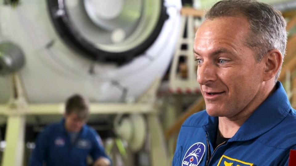David Saint-Jacques parle à la caméra dans la Cité des étoiles, le centre d'entraînement des astronautes russes.